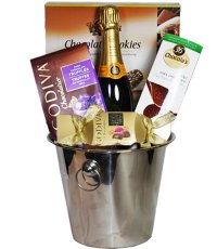 Mother's Day Gift Guide - Veuve Clicquot Brut Champagne Deluxe